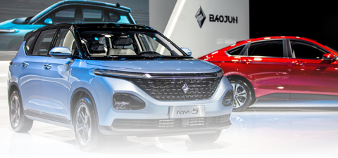 Public presentation of the new BAOJUN models RM-5 & RC-6 in Shanghai Film Plaza